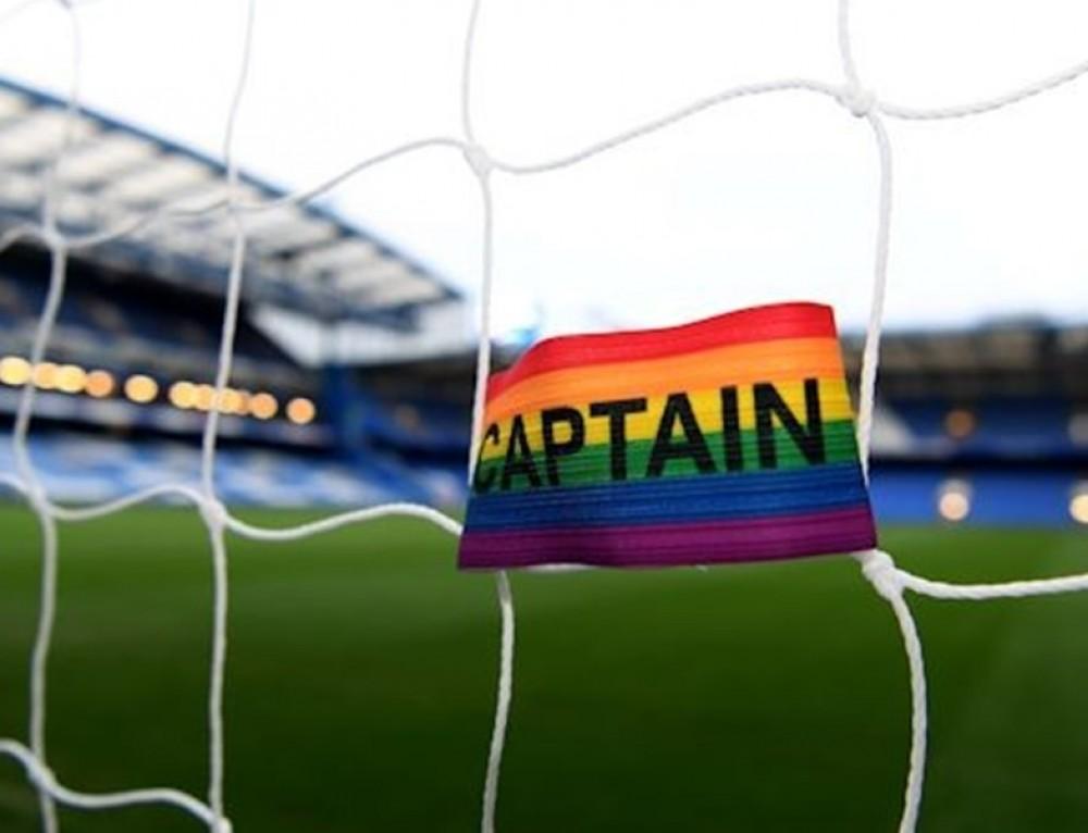 Premier League w barwach tęczy, czyli walka o sztuczne podziały