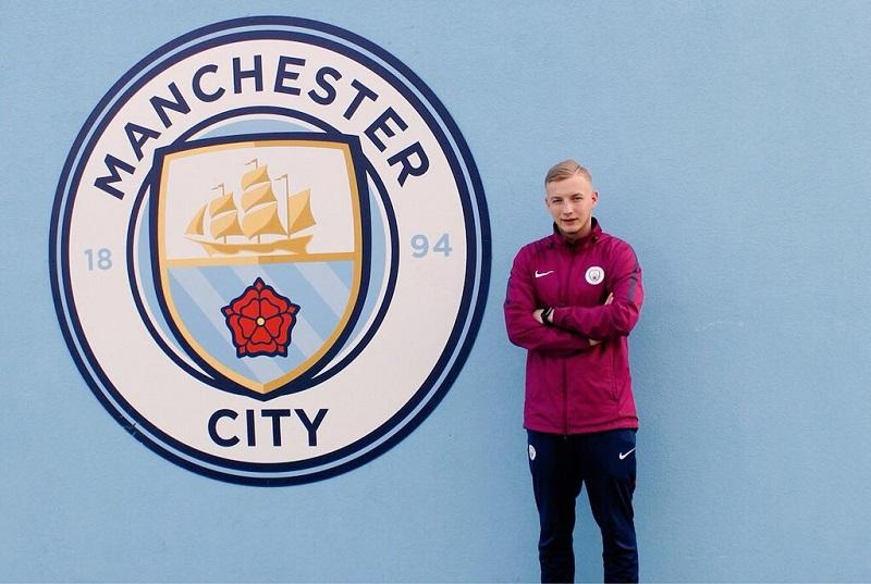 Jakub pracuje dla Manchesteru City jako skaut odgrudnia 2016 roku.